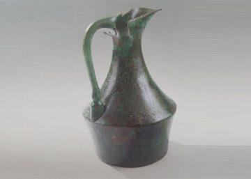 Bronze epichysis horse hoof handle featured